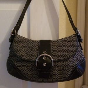 Purse very clean, no stress signs. Excellent condi
